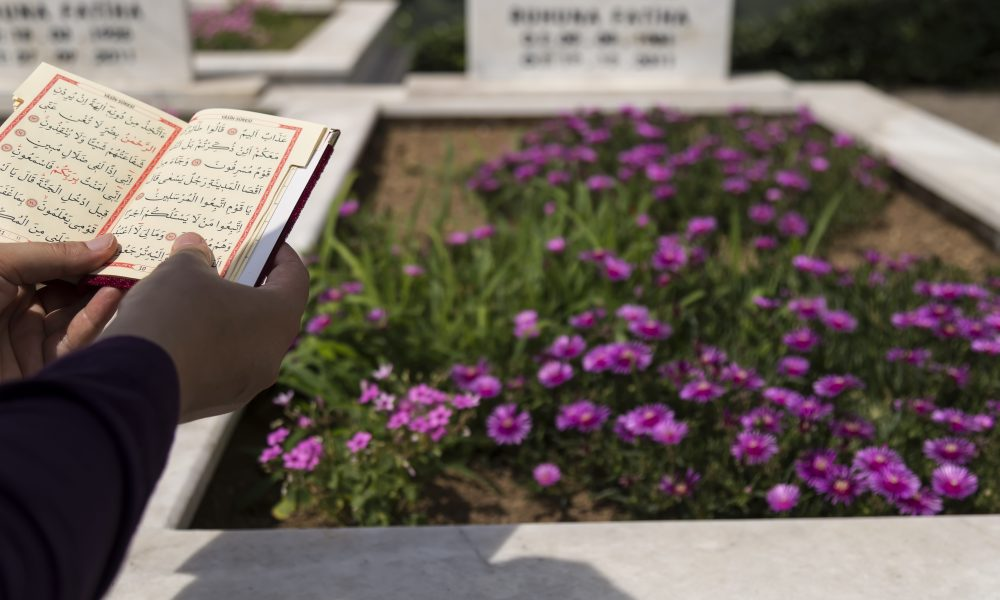 Can Women Attend The Burial Of The Deceased?