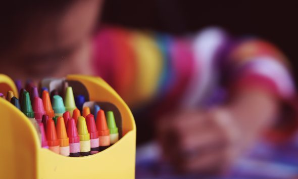 children drawing crayons