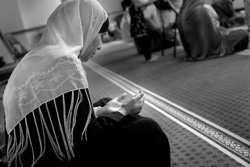 muslimwoman making dua